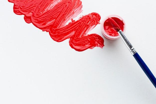 Vue De Dessus De L'aquarelle Rouge Avec Brosse Photo gratuit