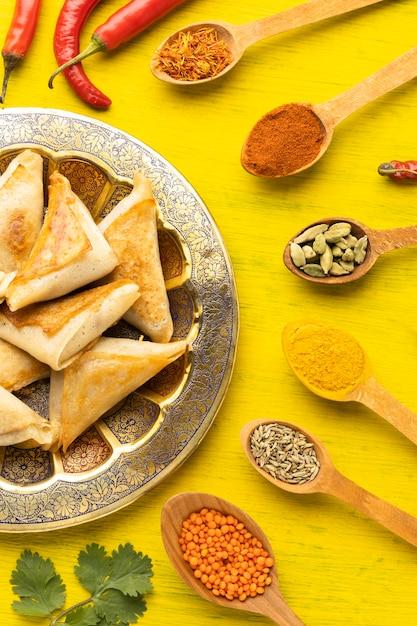 Vue De Dessus Arrangement De Condiments Indiens Photo gratuit