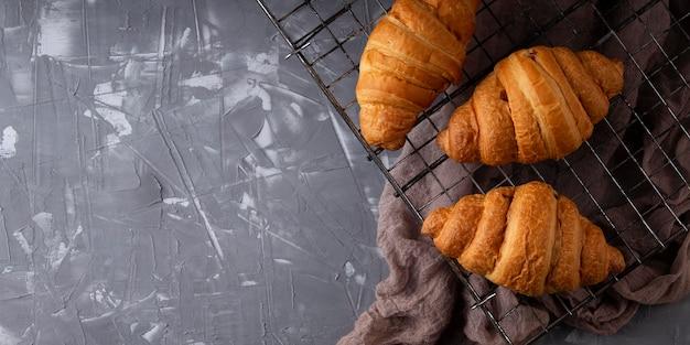 Vue De Dessus Arrangement De Croissants Sucrés Avec Espace Copie Photo gratuit