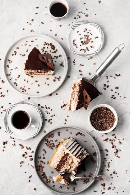 Vue De Dessus De L'arrangement De Gâteau Au Chocolat Photo Premium