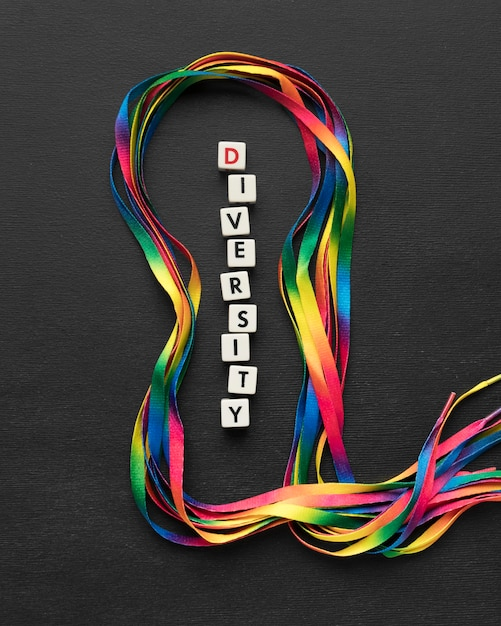 Vue De Dessus Arrangement De Lacets Colorés Sur Fond Sombre Photo gratuit