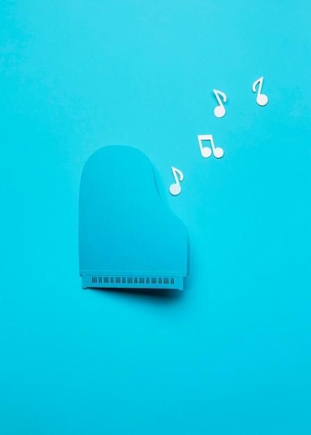 Vue De Dessus Arrangement De Piano Bleu Avec Des Notes De Musique Photo gratuit