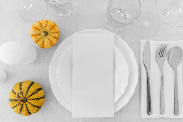 Vue De Dessus Des Assiettes Blanches Sur Table Avec Espace Copie Photo gratuit