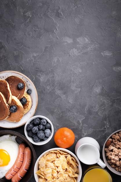 Vue De Dessus De L'assortiment De Nourriture Pour Le Petit Déjeuner Avec Espace Copie Photo gratuit