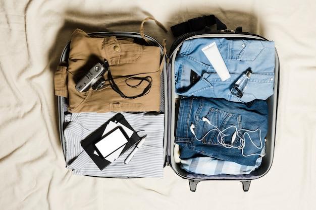 Vue de dessus bagages de voyage Photo gratuit