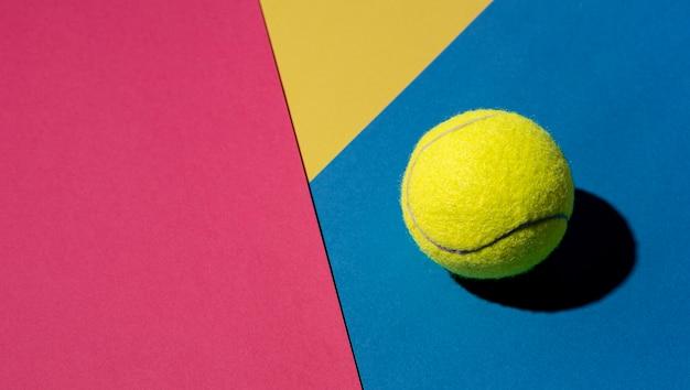 Vue De Dessus De La Balle De Tennis Avec Espace Copie Photo gratuit