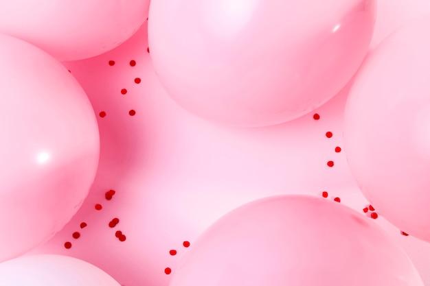 Vue De Dessus Des Ballons Roses Sur Table Photo Premium