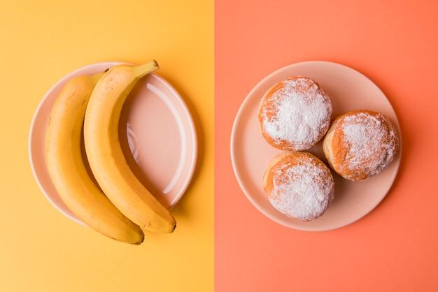 Vue De Dessus Des Bananes Et Des Beignets Photo gratuit