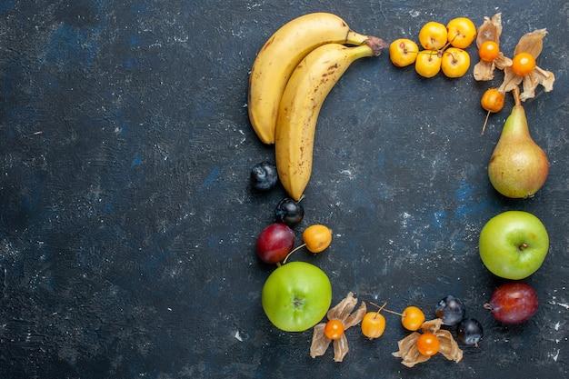 Vue De Dessus Des Bananes Jaunes Avec Des Pommes Vertes Fraîches, Des Poires, Des Prunes Et Des Cerises Douces Sur Le Bureau Sombre Vitamine Fruit Berry Santé Photo gratuit