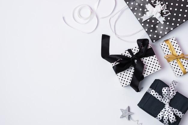 Vue de dessus bel arrangement de fête d'anniversaire avec espace de copie Photo gratuit