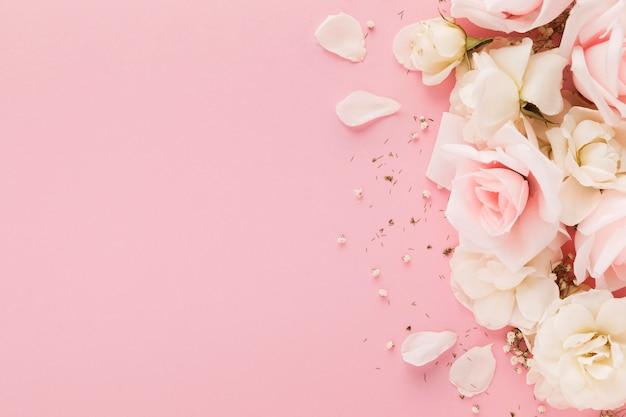 Vue De Dessus De Belles Roses Avec Espace Copie Photo Premium