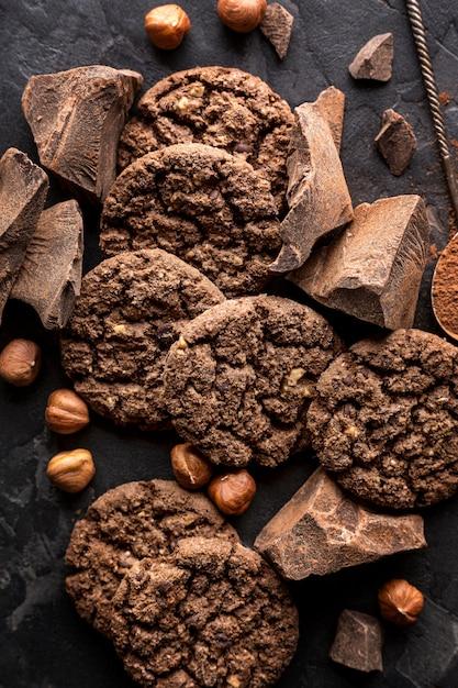 Vue De Dessus Des Biscuits Au Chocolat Aux Noisettes Photo gratuit