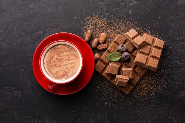 Vue de dessus de boisson au chocolat sucré Photo gratuit