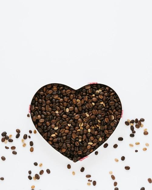 Vue de dessus de la boîte de grains de café Photo gratuit