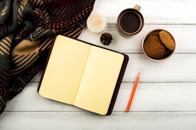 Vue de dessus café et bloc-notes Photo gratuit