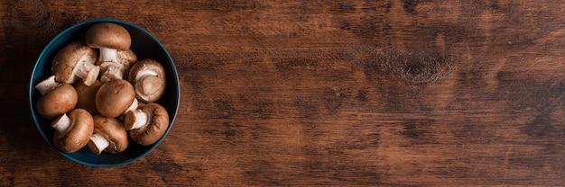 Vue De Dessus Champignons Dans Un Bol Avec Copie-espace Photo gratuit