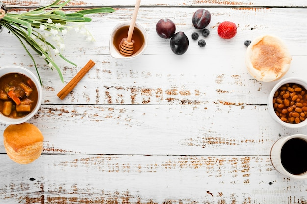 Vue de dessus collection de menu du petit déjeuner avec fond Photo gratuit
