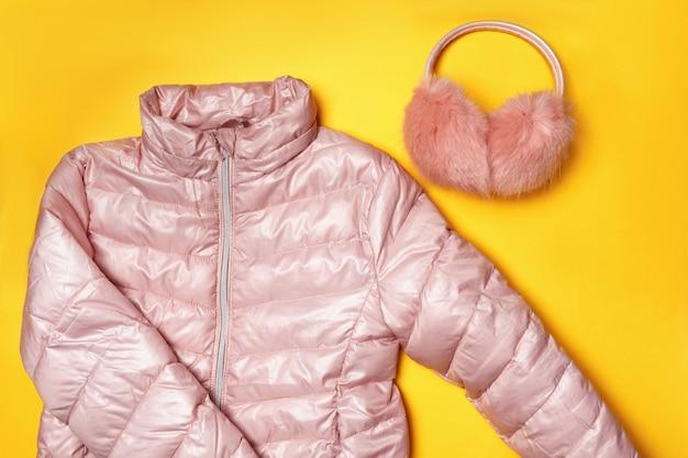 Vue De Dessus De La Composition Des Vêtements Chauds Pour Enfants Photo Premium