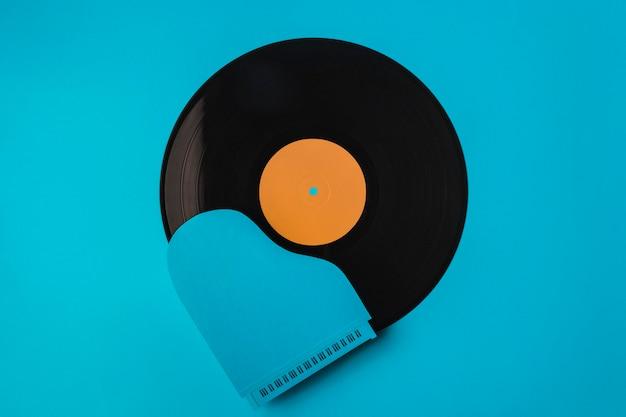 Vue De Dessus Composition De Vinyle Noir Avec Piano Bleu Photo gratuit