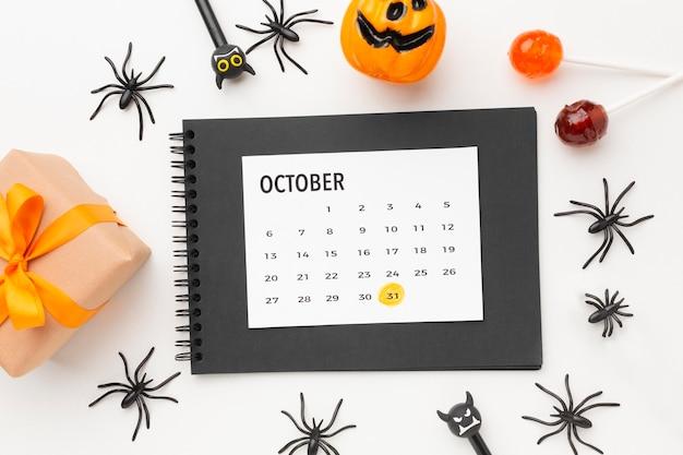 Vue De Dessus Concept Halloween Avec Calendrier Photo gratuit