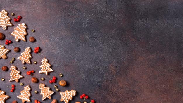 Vue De Dessus Des Cookies De Pain D'épice Avec Espace Copie Et Fruits Rouges Photo Premium