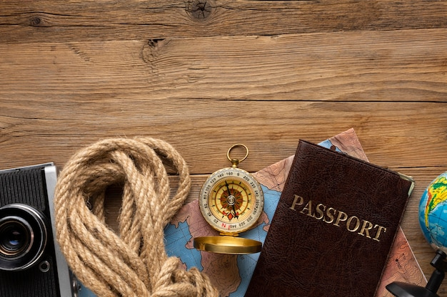 Vue De Dessus Corde, Passeport Et Boussole Photo Premium