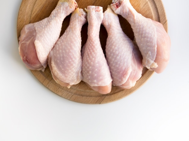 Vue de dessus des cuisses de poulet crues Photo gratuit