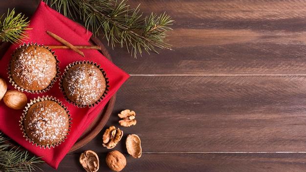 Vue De Dessus Des Cupcakes De Noël Aux Noix Et Espace Copie Photo Premium
