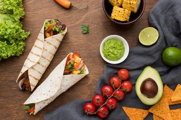 Vue De Dessus De La Délicieuse Cuisine Mexicaine Avec Guacamole Photo gratuit