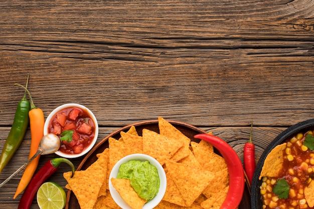 Vue De Dessus De La Délicieuse Cuisine Mexicaine Avec Des Nachos Photo gratuit
