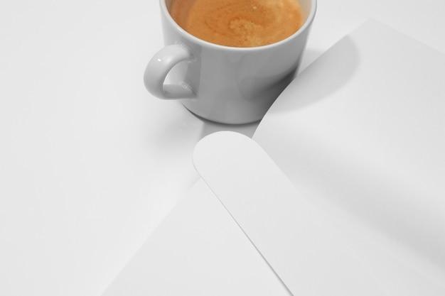 Vue De Dessus Délicieuse Tasse De Café Et Livre Photo gratuit