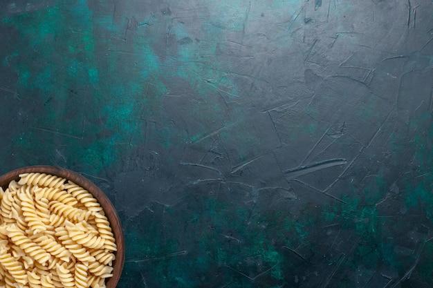 Vue De Dessus De Délicieuses Pâtes Italiennes à L'intérieur Du Pot Brun Sur Le Bureau Bleu Foncé Pâtes Italiennes Repas Repas Dîner Pâte à Cuire Photo gratuit