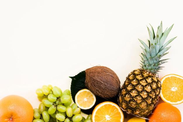 Vue de dessus de délicieux fruits frais Photo gratuit