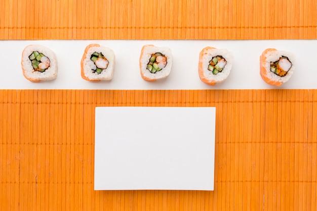 Vue De Dessus De Délicieux Rouleaux De Sushi Avec Espace Copie Photo gratuit