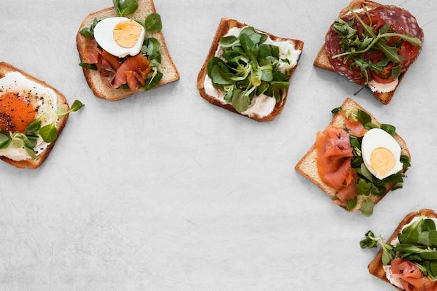 Vue De Dessus De Délicieux Sandwichs Avec Espace Copie Photo gratuit