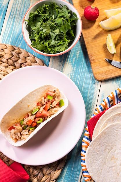 Vue De Dessus Délicieux Taco Sur Assiette Photo gratuit
