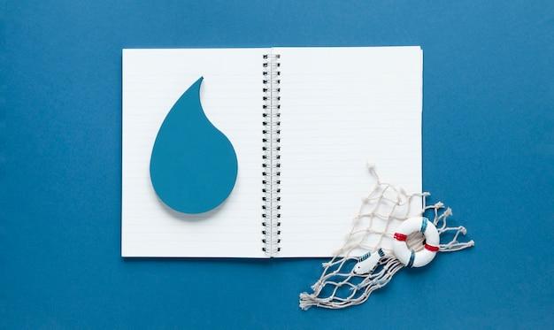 Vue De Dessus Du Cahier Avec Goutte D'eau Et Filet De Pêche Photo gratuit