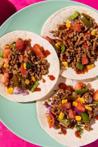 Vue De Dessus Du Mélange De Tacos Sur Tortilla Photo Premium