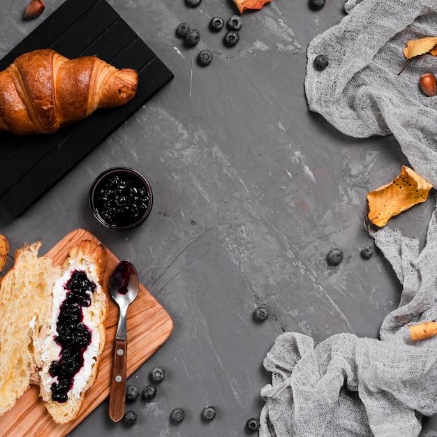 Vue de dessus du petit-déjeuner d'automne avec espace de copie Photo gratuit
