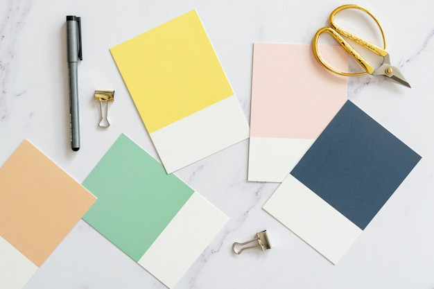 Vue de dessus des échantillons de couleur en pose à plat Photo gratuit