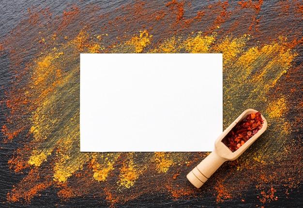 Vue de dessus avec épices en poudre sur la table Photo gratuit
