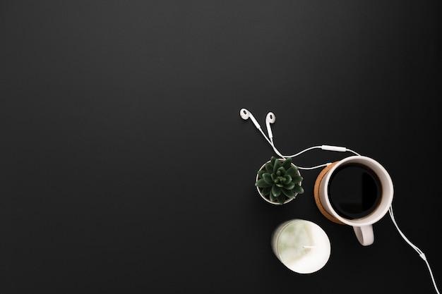 Vue De Dessus De L'espace De Travail Avec Succulentes Et Tasse De Café Photo gratuit