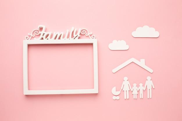 Vue De Dessus Famille De Papier Découpé Avec Concept De Cadre Photo gratuit