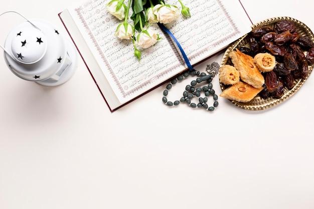Vue de dessus fête religieuse islamique Photo gratuit