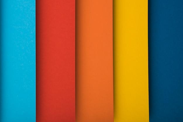 Vue de dessus des feuilles de papier colorées Photo gratuit