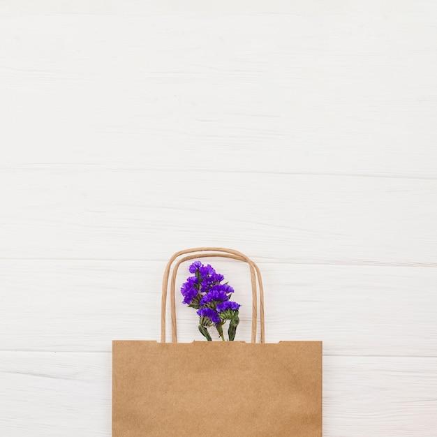 Vue de dessus de fleurs fraîches Photo gratuit