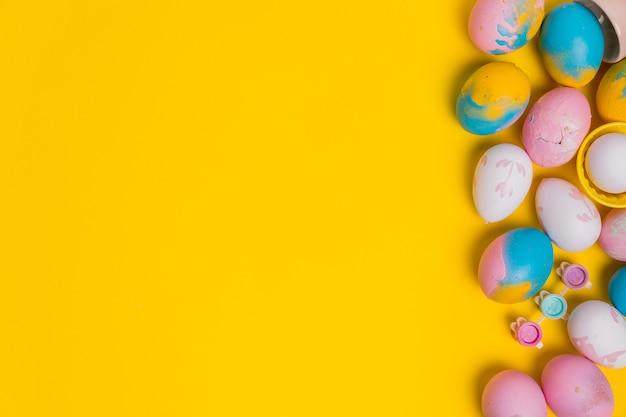 Vue de dessus sur fond de pâques avec fond Photo gratuit