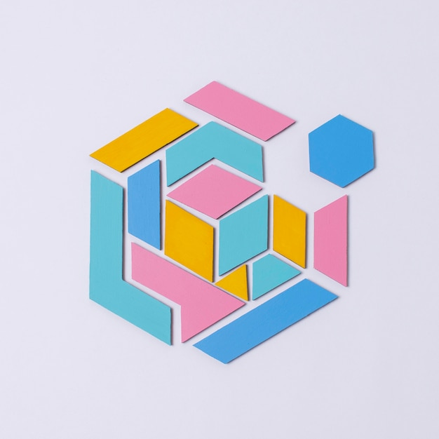 Vue De Dessus Forme Géométrique Avec Fond Violet Photo Premium