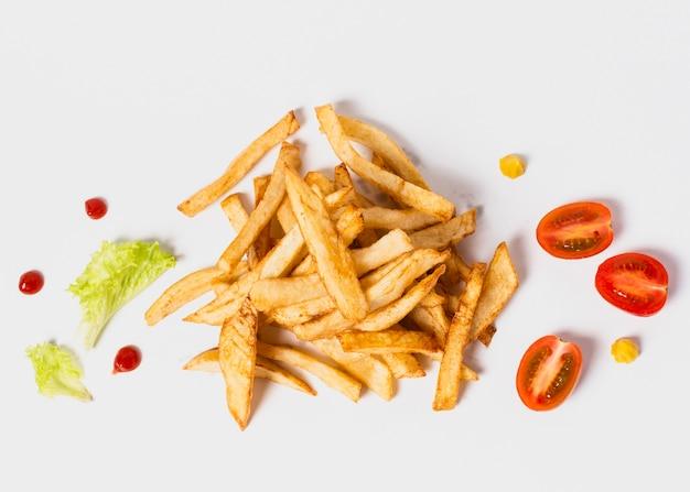 Vue de dessus des frites sur un tableau blanc Photo gratuit
