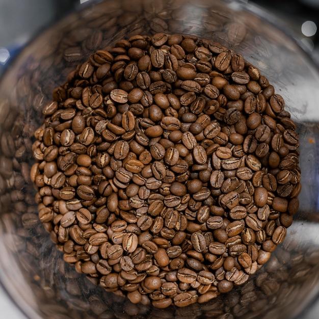 Vue De Dessus Des Grains De Café Torréfiés Photo gratuit